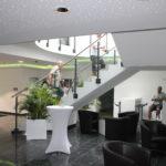 Im Foyer der THOR-Akademie trafen sich 50 Fachkräfte von THOR, um an der Veranstaltung in Menteroda von Firma THOR teilzunehmen.