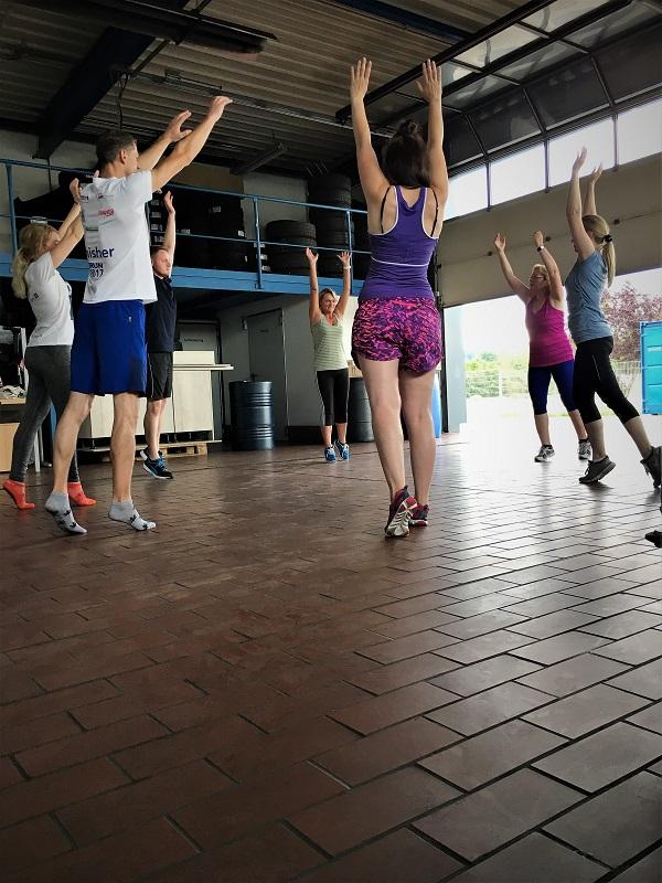 THOR-Fachkräfte aus dem Eichsfeld machen gemeinsam Sport - eine Mischung aus Pilates und Rückenschule.