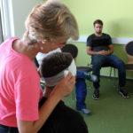 Die Ausbilderin für Erste Hilfe, Jennifer Schwarz, führte den Erste Hilfe-Kurs mit den Azubis von THOR in Menteroda durch.