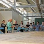 Die neuen Azubis bei THOR Industriemontagen bekamen am ersten Tag eine Führung durch die THOR-Akademie in Menteroda.
