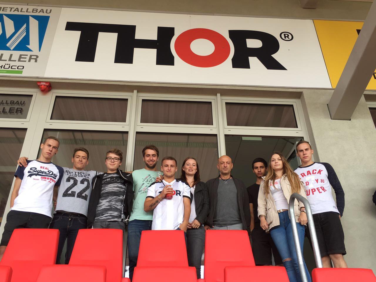 Teambuilding bei THOR Industriemontagen - unsere angehenden Anlagenmechaniker SHK haben sich gemeinsam in der THOR-Loge das Spiel FC RWE gegen den SC Paderborn angeschaut.