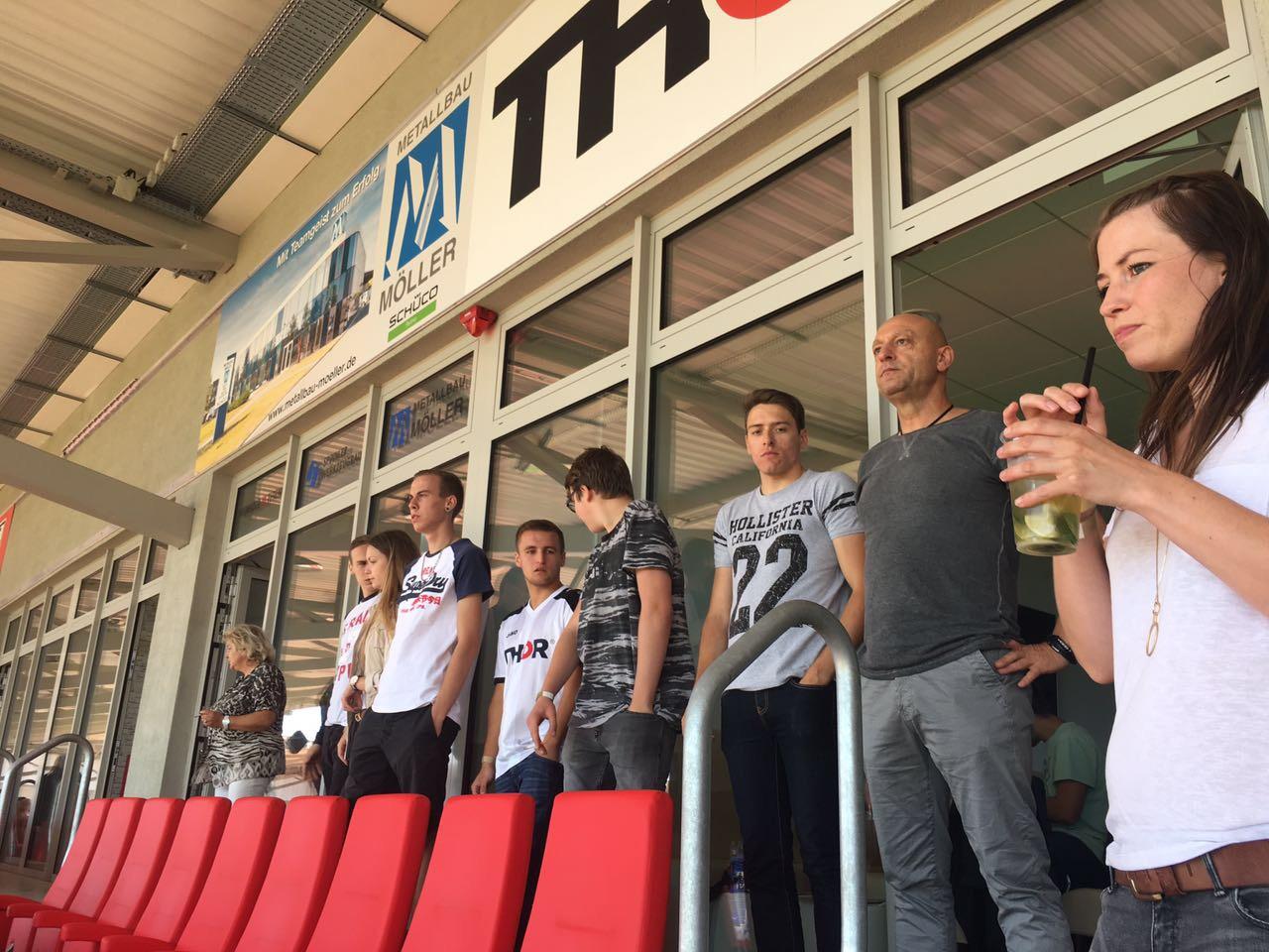 Ein gemeinsamer Ausflug ins Steigerwaldstadion in Erfurt: THOR-Azubis verfolgen gemeinsam Spiel des FC Rot-Weiß Erfurt gegen den SC Paderborn.