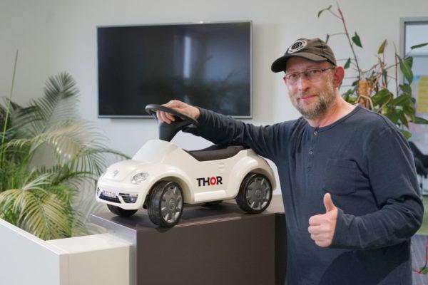 Mini samochodzik THOR odebrany przez dumnego właściciela