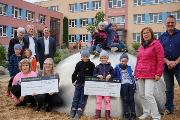 Kita-Kids & Schüler bekommen Spende von THOR-Monteuren